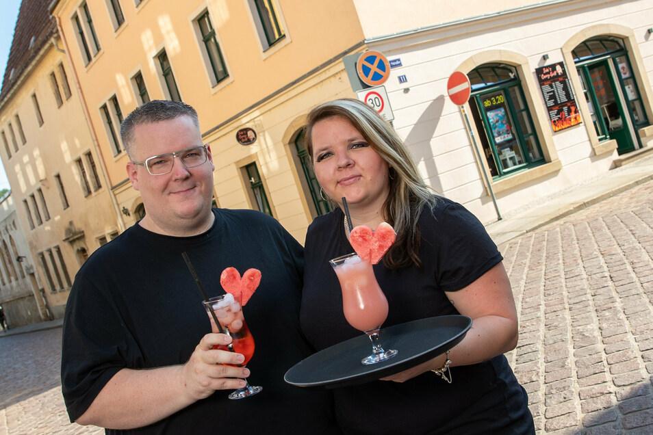 Neuer Mix: Ivonne und Alexander Semrau machen aus ihrem Curry-Imbiss in Pirna ein Restaurant mit Cocktailbar.