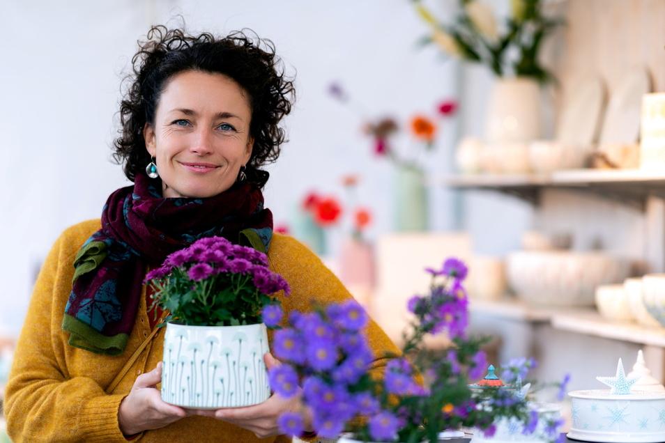 Maranke Thunig kam vor fünf Jahren aus Holland in die Oberlausitz und betreibt in Bischofswerda eine Keramikwerkstatt. Was sie dort fertigt, bietet sie unter anderem in Neukirch zum Kauf an.