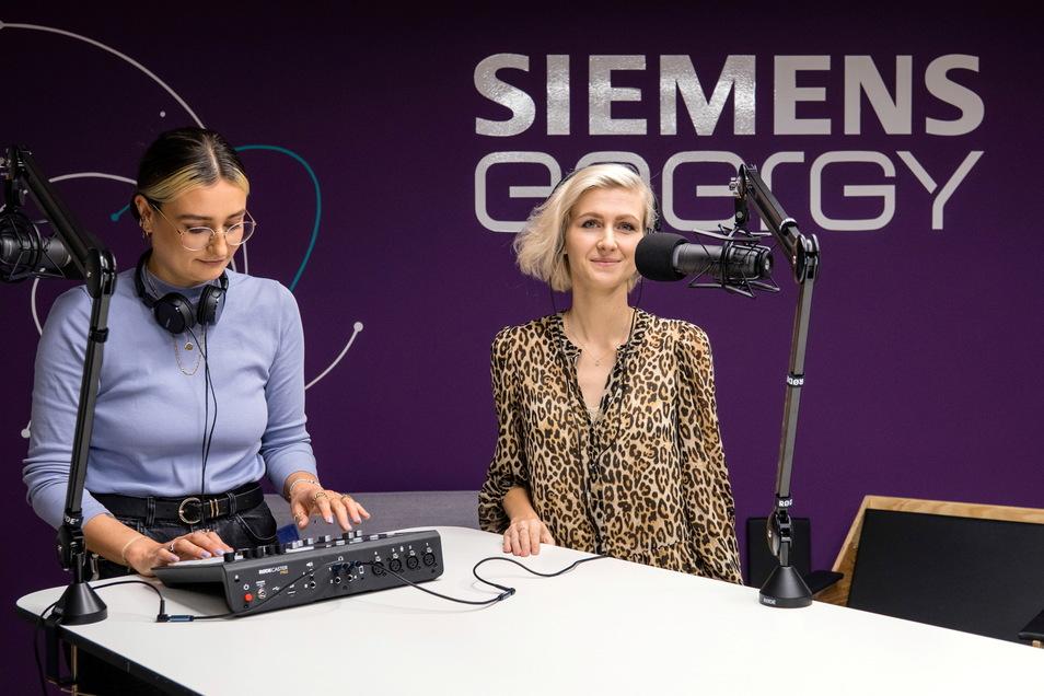 Karolin Gröschl (re.) und Tabea Braun von der Leucht One GmbH betreiben auf dem Siemensgelände in Görlitz einen Podcast.
