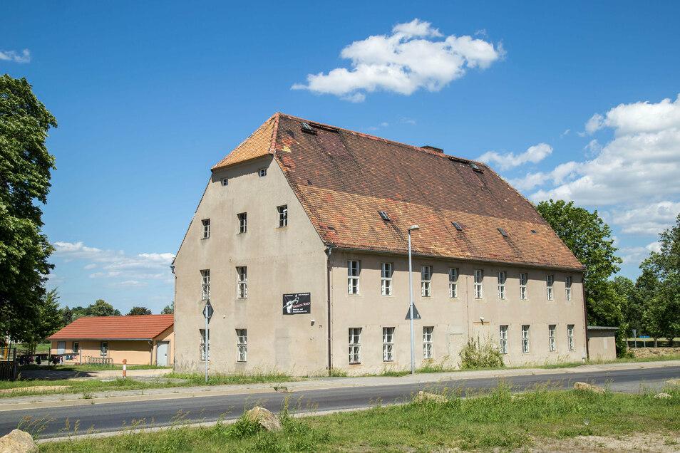 Eigentlich hätte am Herrenhaus Schönfelder in Kodersdorf schon gebaut werden sollen. Doch bisher gab es keine Förderung. Das soll künftig besser laufen.