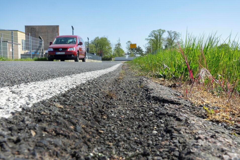 Die Verbindungsstraße in Mautitz hat in den vergangenen Jahren vor allem unter Lkw-Verkehr gelitten. Um schwerere Schäden zu verhindern, wird nun investiert.