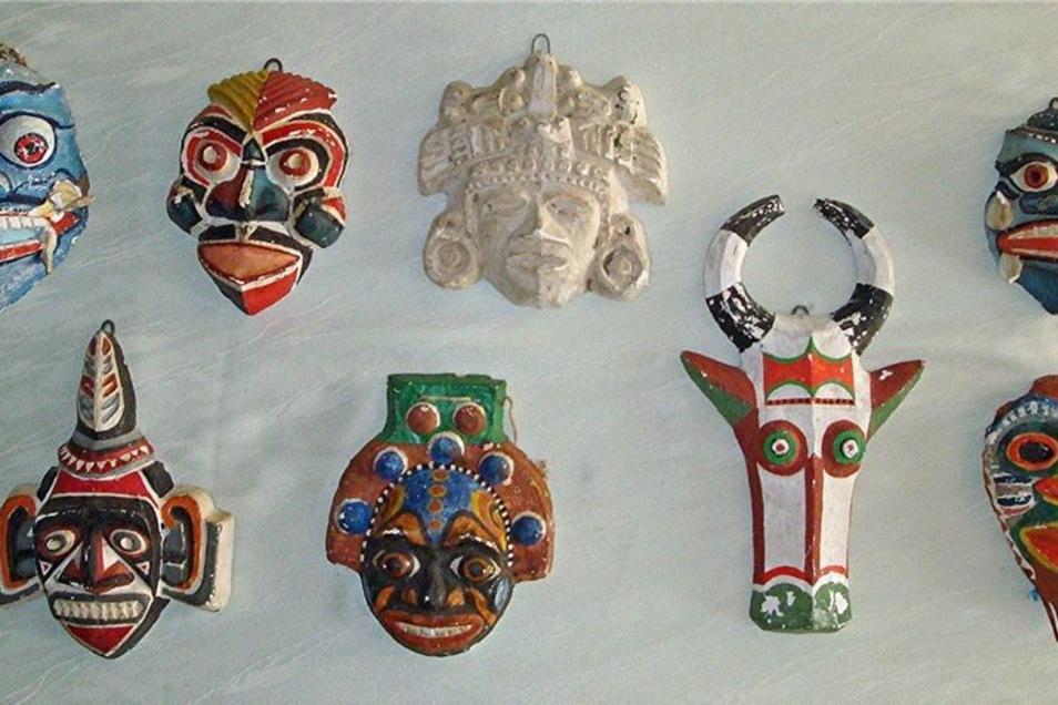 Und aus den 1960er Jahren stammt diese kleine Auswahl von Masken des Görlitzer Künstlers, die der Öffentlichkeit lange Zeit unbekannt waren.