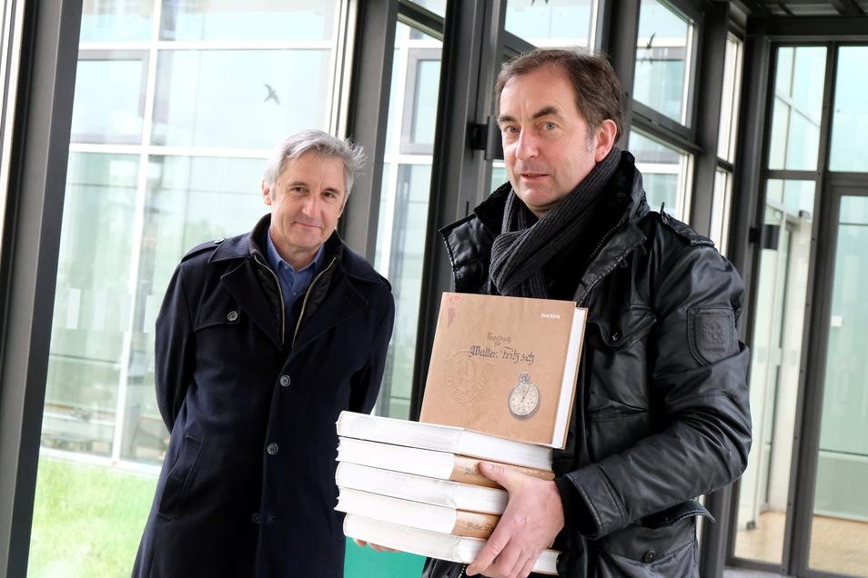 Über 55 Jahre führte Dynamo-Trainer Walter Fritzsch Tagebuch. Der Dresdner Uwe Karte hat daraus ein fast 500 Seiten starkes Werk zusammengestellt. Frank Richter liefert eine gesellschaftspolitische Einordnung.