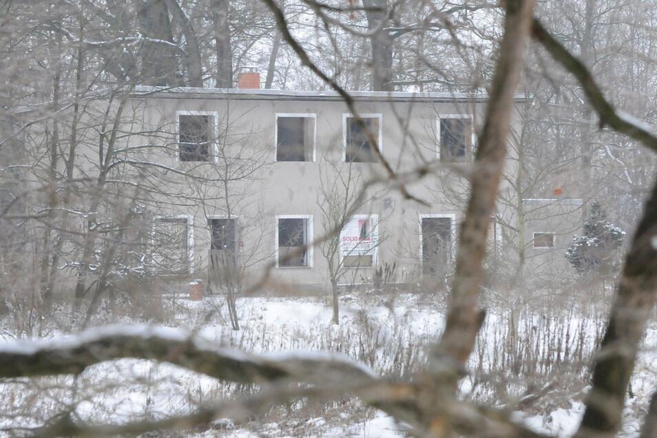 Die ehemalige Gaststätte Waldrose zwischen Radeburg und Rödern. Hier fand im Juni 2010 eine Razzia gegen zwei Männer statt, die in dem leerstehenden Haus eine Drogenküche einrichten wollten.