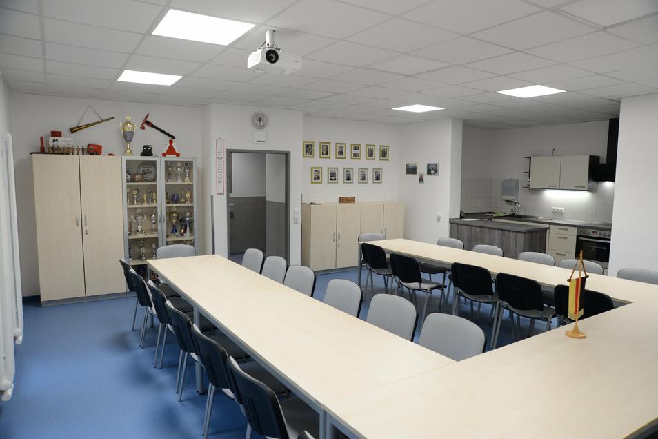 Einen hellen und großen Schulungsraum haben jetzt die Jänkendorfer Kameraden. Und auch eine Küche ist für sie vorhanden.
