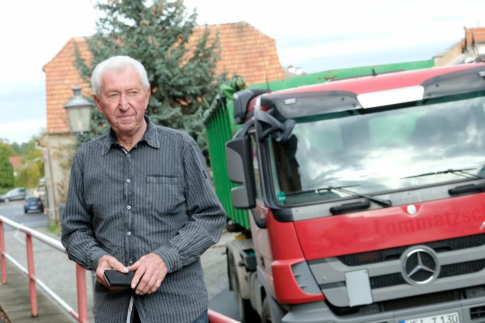 Genervt, engagiert und letztlich resigniert: Siegbert Kothe aus Lommatzsch leidet wie so viele Anwohner unter zunehmendem Lkw-Verkehr.