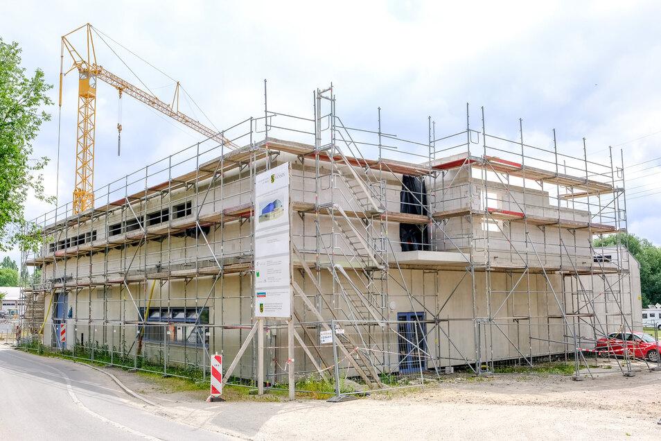 Blick auf den Neubau vom Bootshaus in Radebeul.