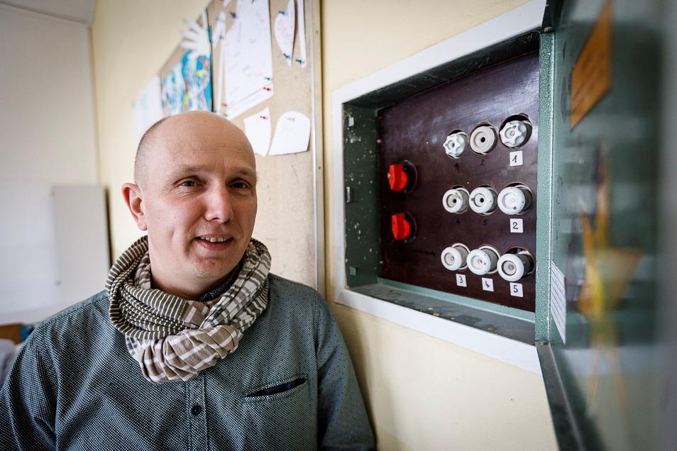 Thomas Warkus, Leiter der Oberschule Innenstadt, wartet auf die Sanierung seines Gebäudes.