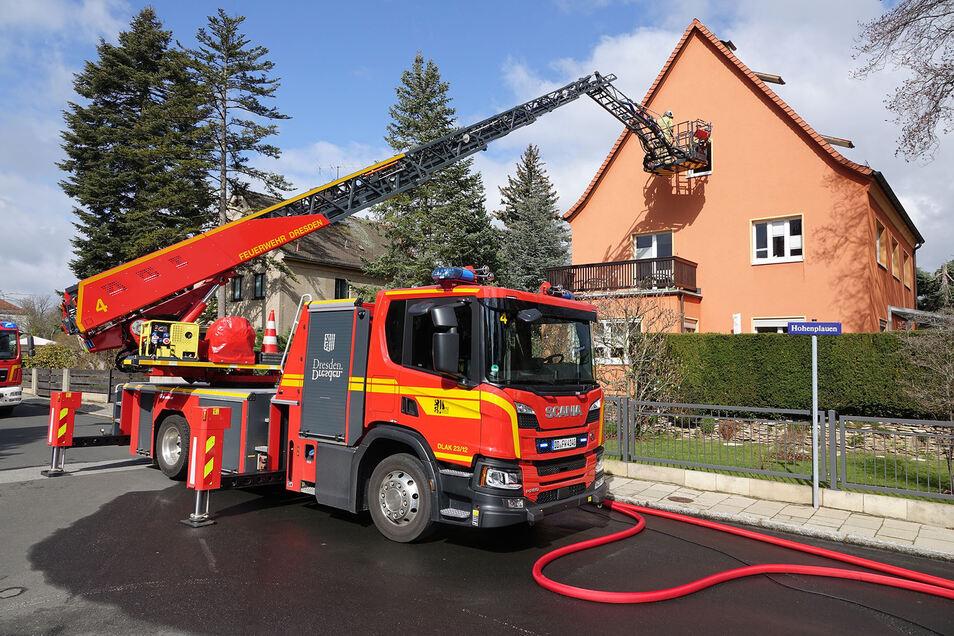 Die Dresdner Feuerwehr musste am Donnerstagmorgen einen Dachboden in Plauen löschen.