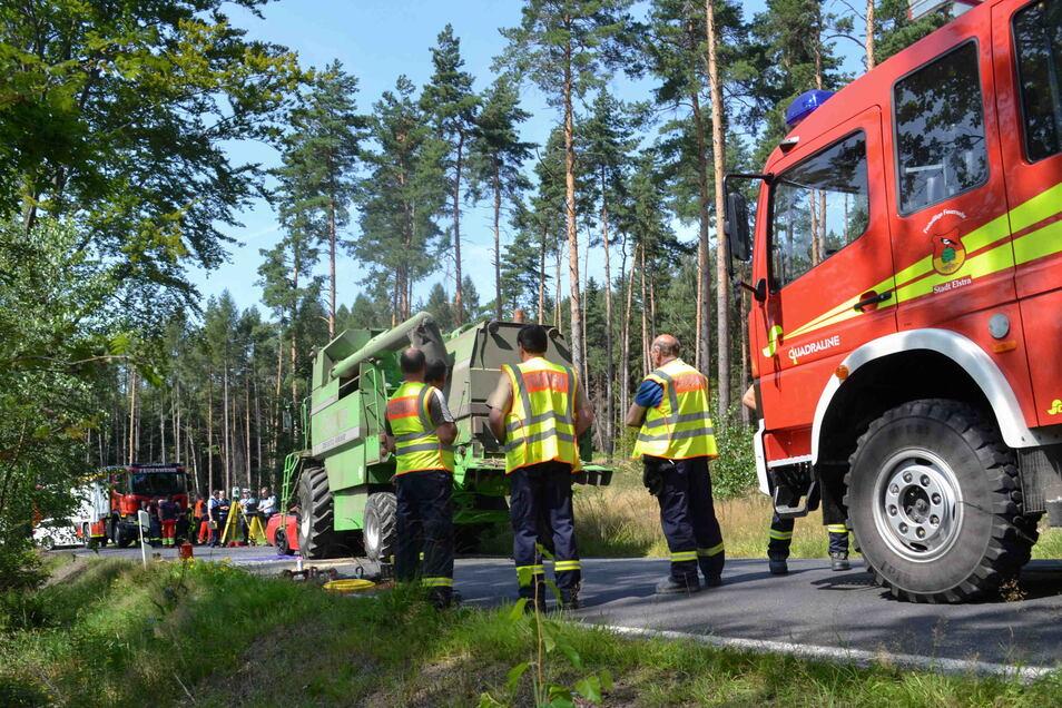 Während der Unfallaufnahme und der Bergung des Toten blieb die Straße zwischen Boderitz und Gersdorf gesperrt.
