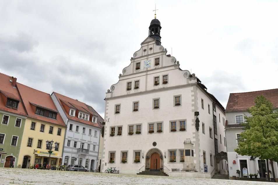 Auf dem Marktplatz in Dippoldiswalde findet am Sonnabend eine besondere Gedenkveranstaltung zum Tag der Deutschen Einheit statt.