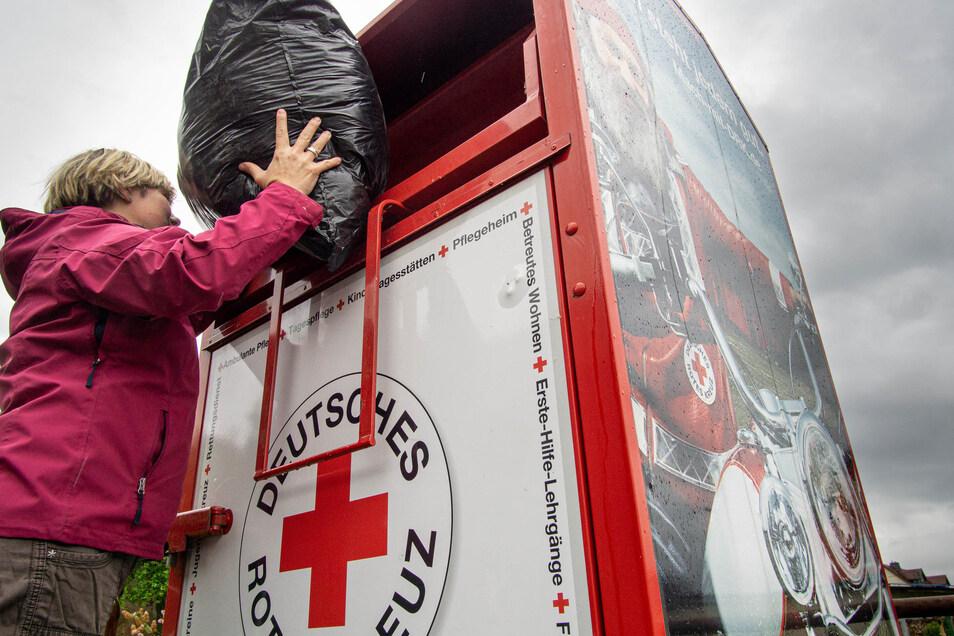 Zu Hunderten stehen sie im Landkreis: die Altkleider-Container der großen Hilfsorganisationen so wie hier in Uhyst am Taucher. Allerdings wurden jetzt etliche Container abgebaut.