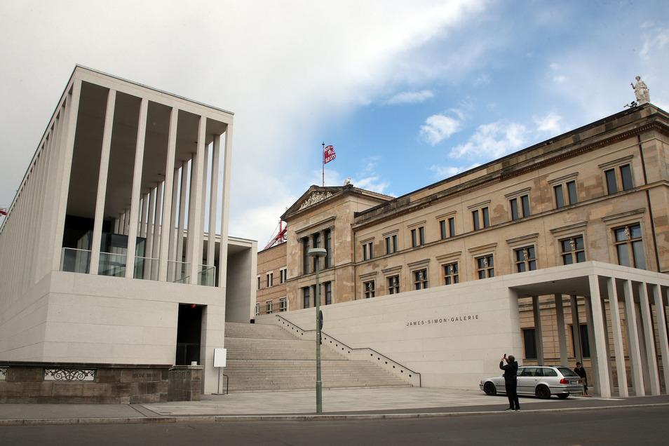 Das Neue Museum liegt rechts neben dem neuen Eingangsgebäude der Berliner Museumsinsel.