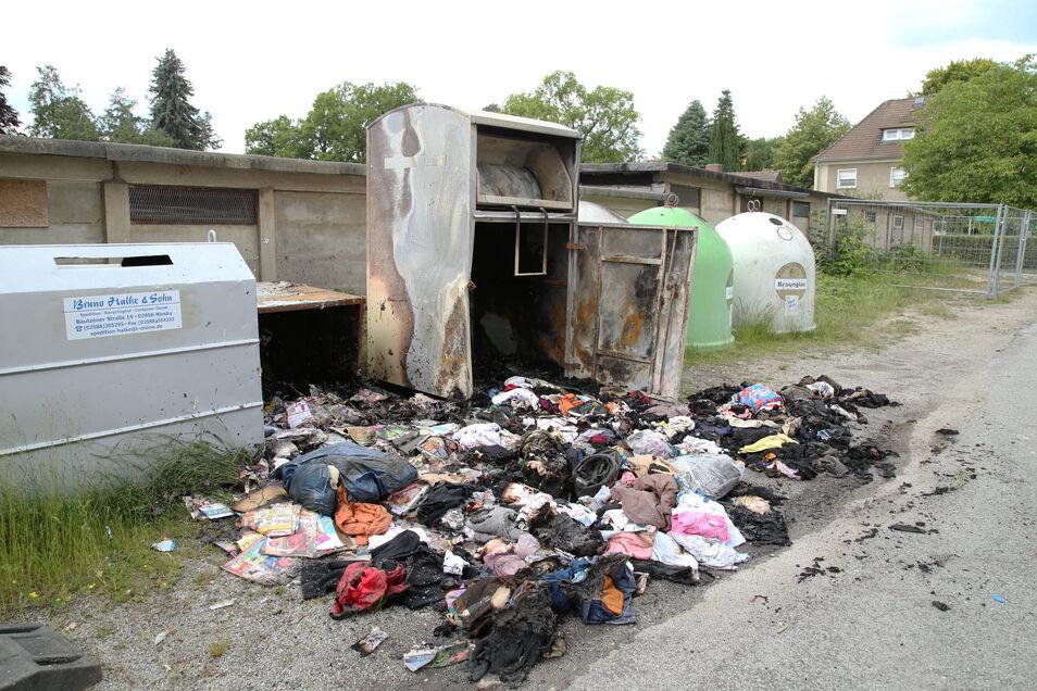 Am Dienstag morgen brannte ein Kleider- und Papiercontainer an der Dr.-Glitsch-Straße in Niesky (Foto). Erst in der Vorwoche hatte es ein Feuer an den Containern Am Kurzen Haag gegeben.