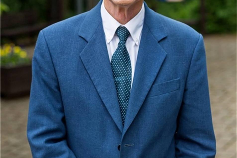 Der Kinderschützer Niels Anschütz hat in Dippoldiswalde als Jugend- und Kinderarzt gearbeitet. Daraus ergab sich sein Engagement im Kinderschutzbund. Dessen Kreisverband hat er von 1995 bis 2015 als Vorstandsvorsitzender geleitet. Für dieses soziale Engagement bekommt er einen Ehren-Dippold.