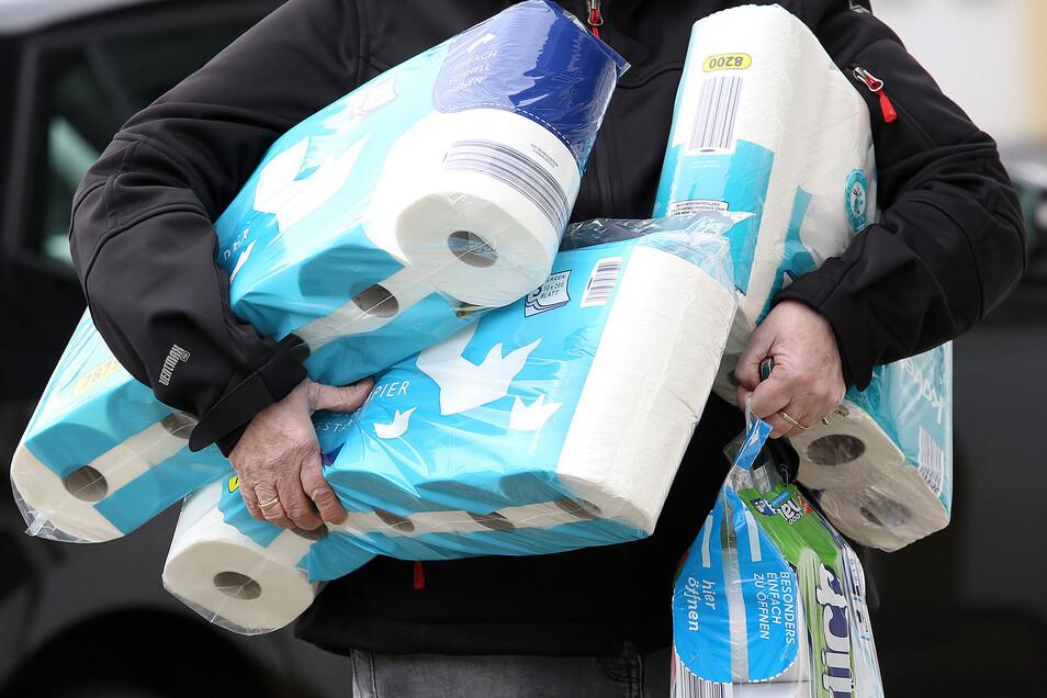 Nicht Klopapier landet in der Toilette, sondern vermehrt die Fetzen von Küchenrolle und Taschentüchern. Diese lösen sich aber nicht auf.
