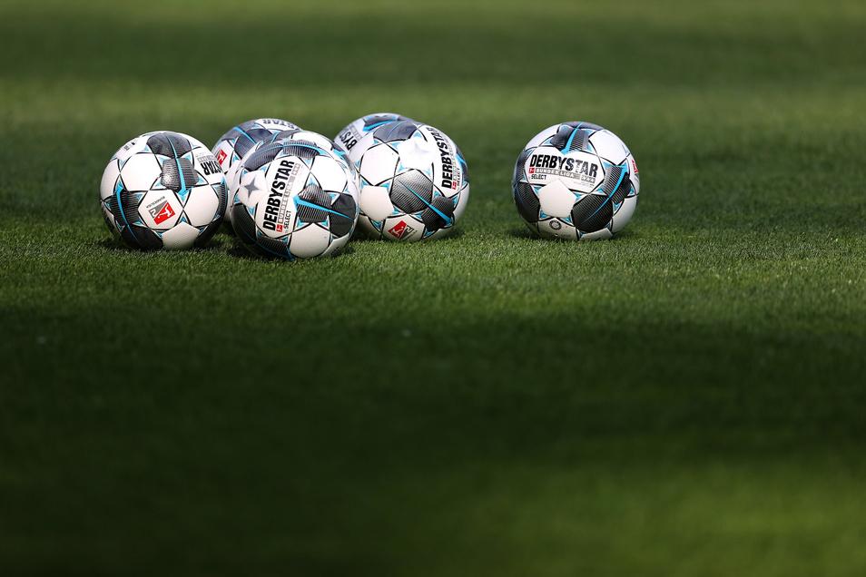 In der Bundesliga und 2. Bundesliga wird mittlerweile wieder gespielt. In der Region Döbeln ruhen die Bälle aber noch.