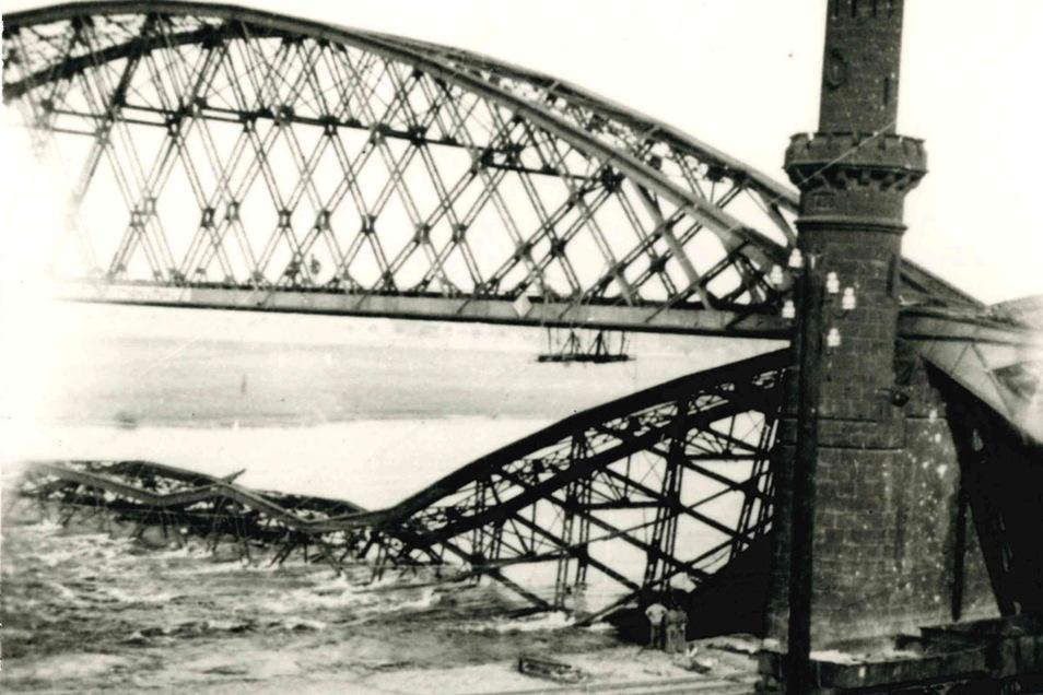 Die Riesaer Elbbrücke wurde 1945 von der Wehrmacht gesprengt, um den Einmarsch der Roten Armee zu verzögern.