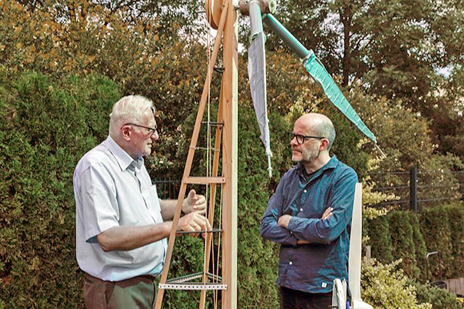 Maschinenbauer und Erfinder Horst Bendix und Rafael Laguna de la Vera, Gründungsdirektor SprinD-Agentur (r.), sind wie füreinander gemacht.