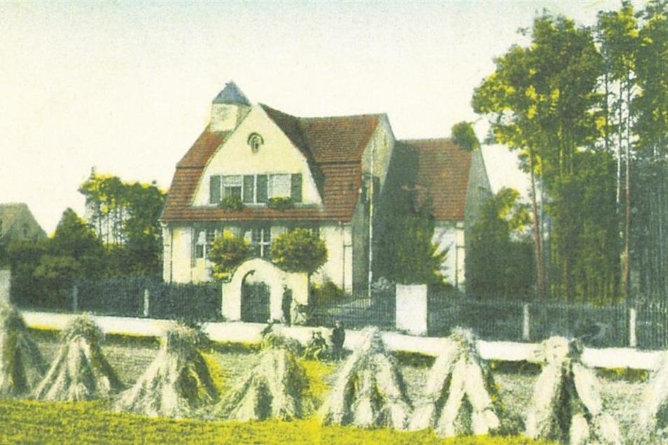 erstmals erwähnt 1378 als Steinborn (Siedlung am Steinbrunnen), zuletzt 402 Einwohner, verlassen 1938. An Steinborn erinnert eine Straße in Königsbrück.