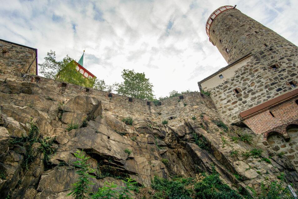 Die Felsen an der Mühlstraße unterhalb der Alten Wasserkunst in Bautzen könnten abbrechen und abstürzen. Deswegen werden sie demnächst gesichert.