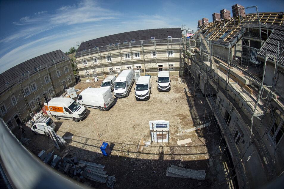 Bis Ende des Jahres soll der Bau der Reihenhäuser fertig sein.
