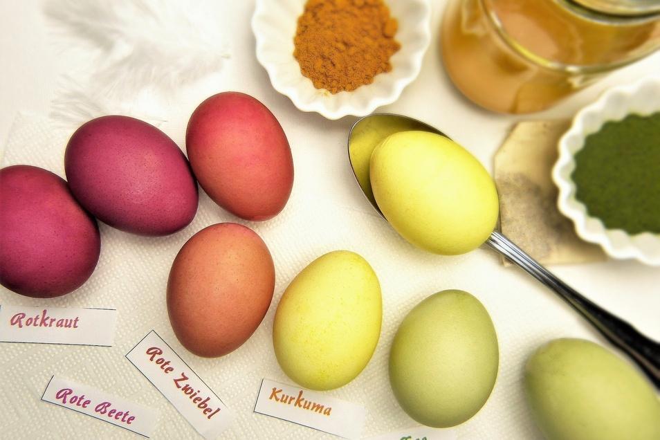 Rotkraut, rote Beete, Zwiebel, Kurkuma, Tee: Ostereier natürlich färben ist nicht schwer