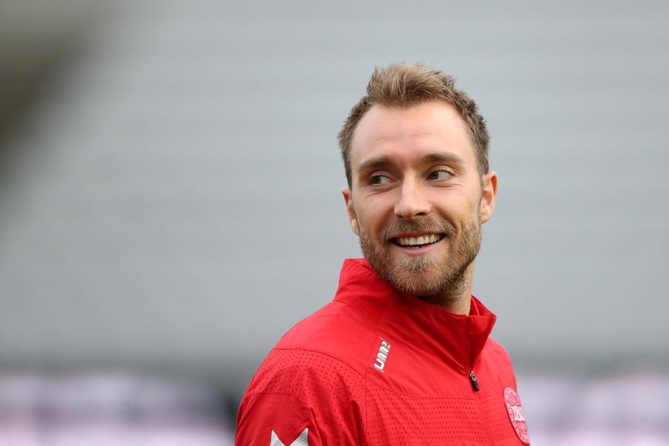 Dänemarks Christian Eriksen war beim Spiel gegen Finnland kollabiert. Mittlerweile ist der 29-Jährige auf dem Weg der Besserung.