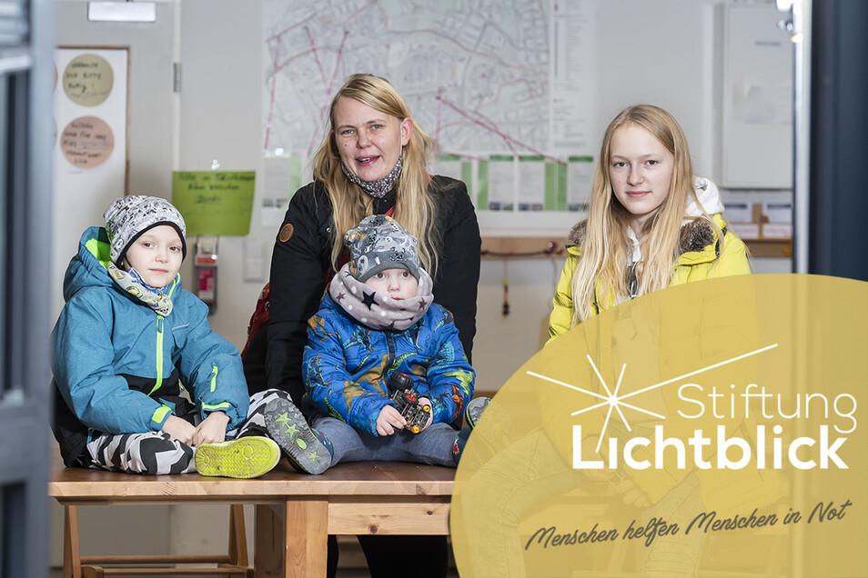 Sie können wieder lachen: Mutter Patricia Lehmann und ihre Kinder Oliver (l.), Moritz und Miriam. Der Achtjährige hat die Krebserkrankung überwunden.