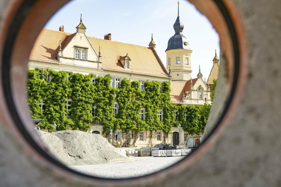 Das Rathaus Riesa ist mit Einschränkungen geöffnet. Hier ein Eindruck vom Bau des Rathausplatzes 2019.