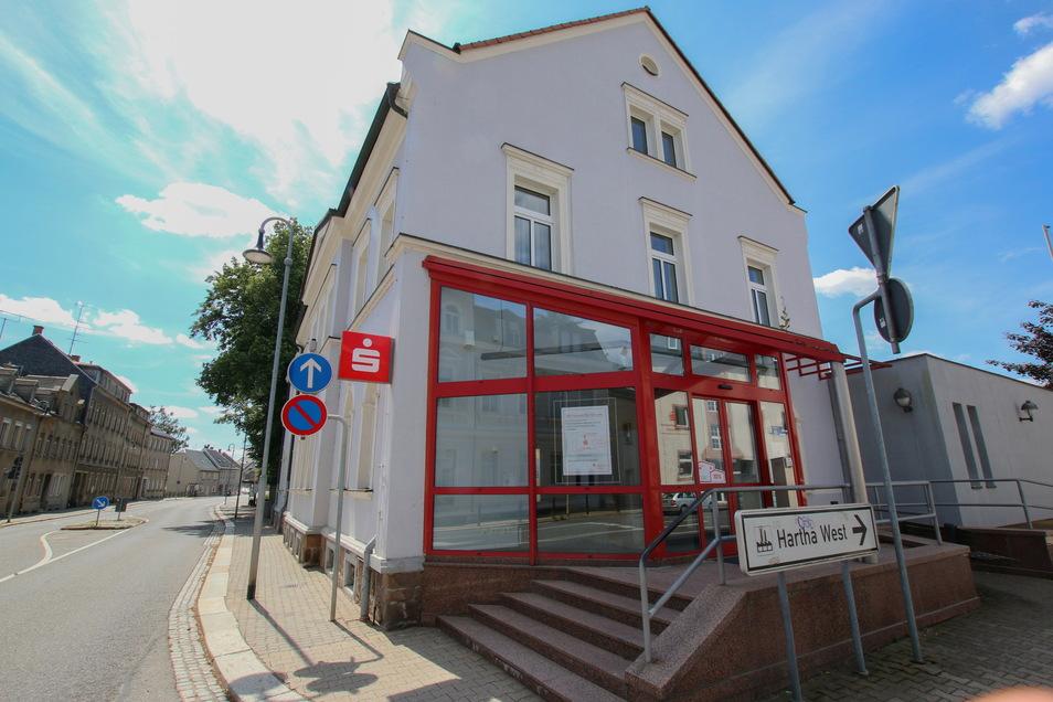 Der Selbstbedienungsbereich der Sparkassenfiliale in Hartha ist wegen Umbauarbeiten geschlossen.