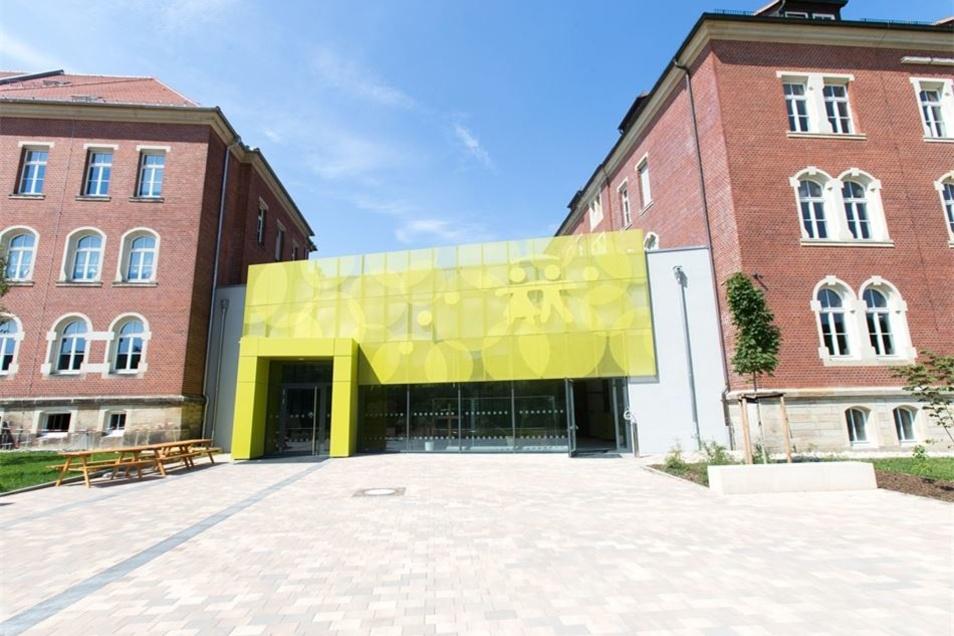 Das evangelische Schulzentrum starte den Schulbetrieb in den Roten Kasernen, vom Schulverein für über zehn Millionen Euro ohne Fördermittel ausgebaut, mit Beginn dieses Schuljahres. Nun fehlt nur noch eines zum Glück: eine neue Sporthalle.