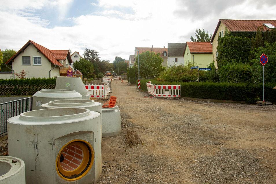 Die Baumschulenstraße in Gombsen wird aufwendig ausgebaut. Im April soll alles fertig sein.