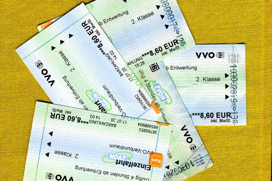 """""""Finde den Unterschied"""" – die rechts aufgelisteten VVO-Fahrscheine sind entwertet und damit abgegolten, wie der Stempel-Aufdruck jeweils rechts beweist; die zwei Tickets links sind noch gültig – bis 1. beziehungsweise 31. August 2020."""