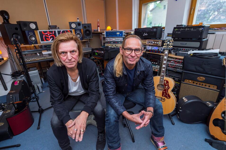 Uwe Hassbecker (l.) und Ritchie Barton 2019 im Silly-Refugium in Münchehofe bei Berlin.