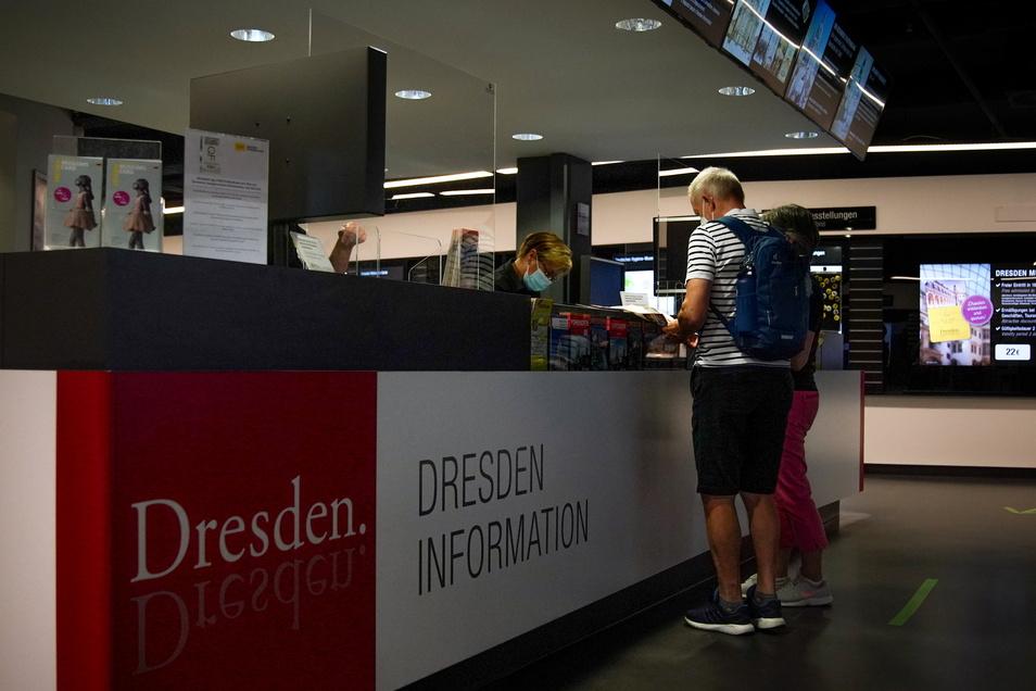 Im Quartier Frauenkirche warten die Ladeninhaber noch vergebens auf kaufwilliges Publikum. Dort herrschte gähnende Leere. Die Mitarbeiter an den Schaltern der Touristinformation freuten sich über jeden einzelnen Kunden.