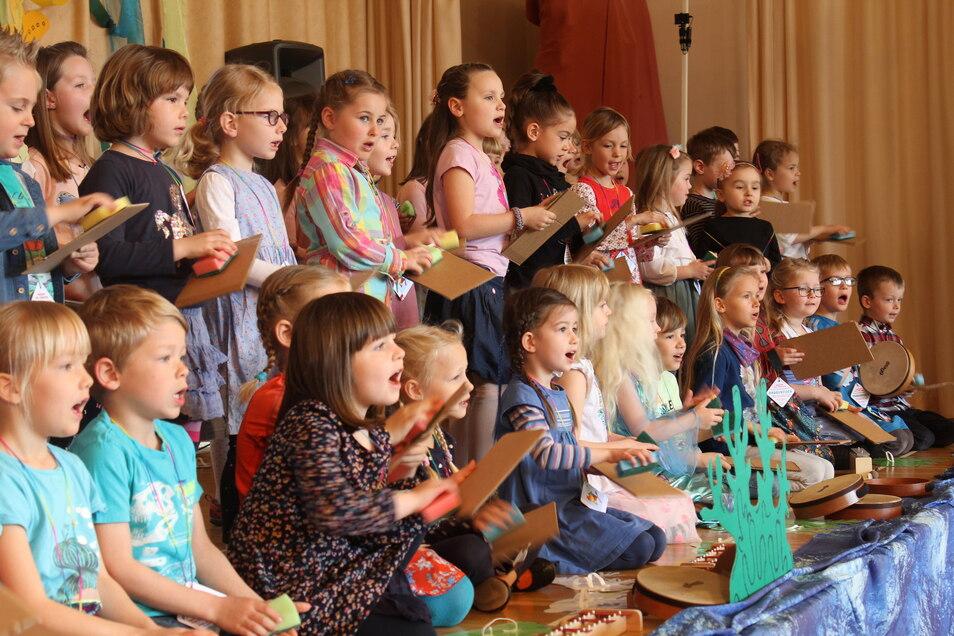 So viele Kinder, wie beim Konzert der Jüngsten in der Görlitzer Oberschule Innenstadt 2019 auftraten, wünscht sich die Musikschule am Fischmarkt auch für ihren neuen Chor.