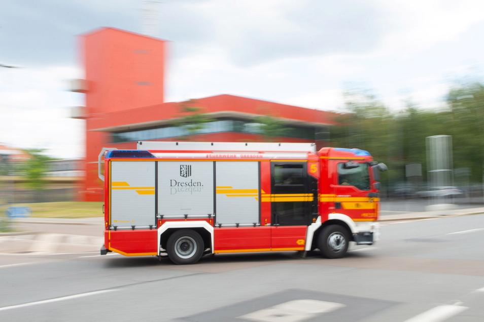 Die Dresdner Feuerwehr ist ausgerückt, um Flammen an einem E-Roller zu löschen.