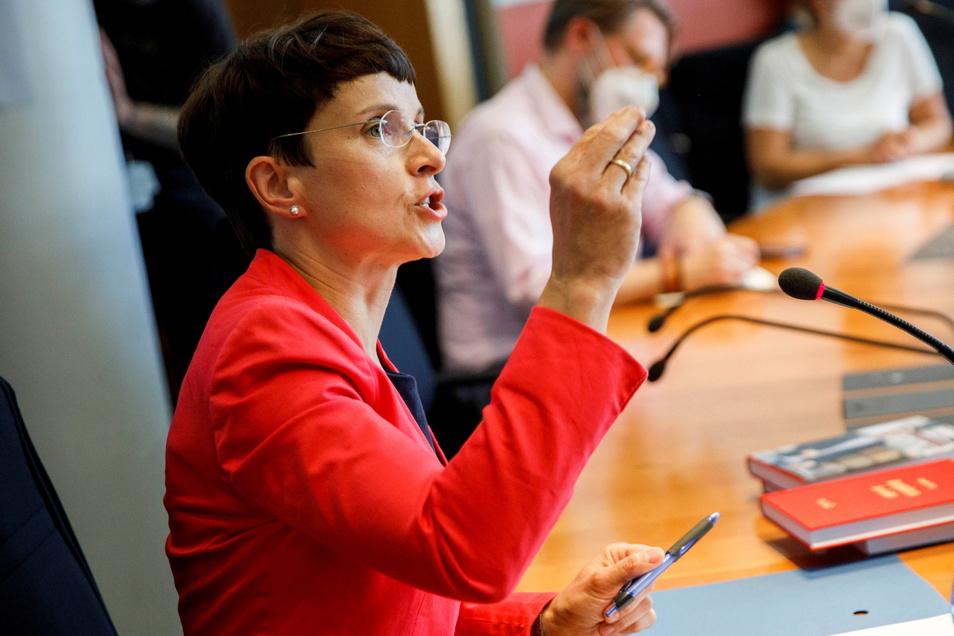 """DIe ehemalige AfD-Vorsitzende Frauke Petry stellt im Berliner Paul-Löbe-Haus ihr Buch """"Requiem für die AfD"""" vor."""