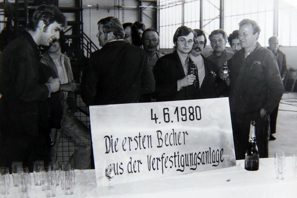 Es wurde angestoßen: Am 4. Juni 1980 liefen die ersten superfesten Gläser in Schwepnitz vom Band.