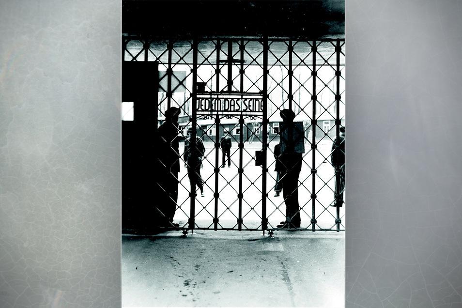 Das Lagertor von Buchenwald. Durch dieses Tor wickelte sich der gesamte Verkehr ab. Die Passage des Grauens.