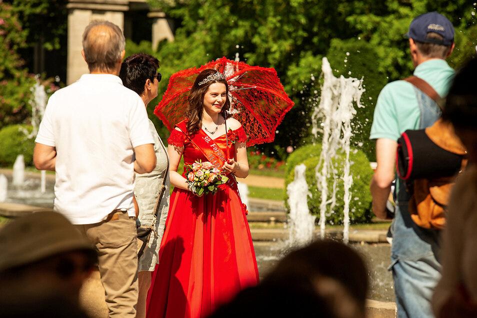 Die 30. Forster Rosenkönigin Martyna I. trifft sich am 28. und 29. August mit Rosenköniginnen, Prinzessinnen und Symbolfiguren aus fünf Bundesländern in Forst.