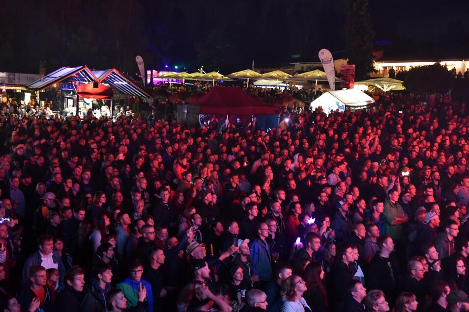 """Dicht gedrängt standen die Menschen beim letzten Festival """"Malter in Flammen"""" 2019. In Corona-Zeiten ist eine solche Veranstaltung nicht möglich."""