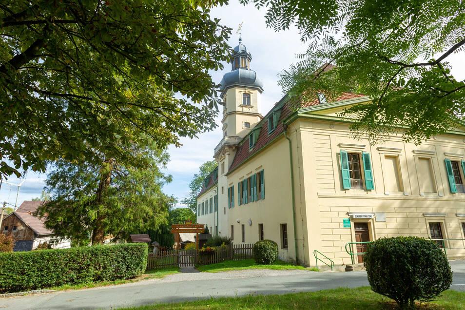 Das Schloss in Ulbersdorf beherbergt auch den Kindergarten. Dessen Fortbestand stand schon mehrmals auf der Kippe.