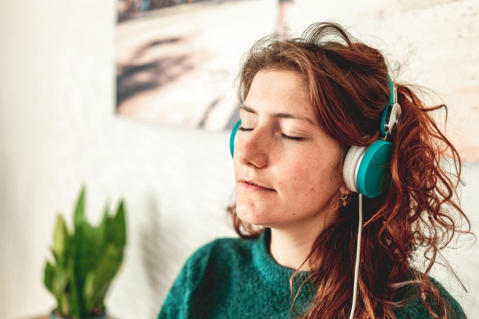 Die Deutschen streamen immer häufiger Musik.