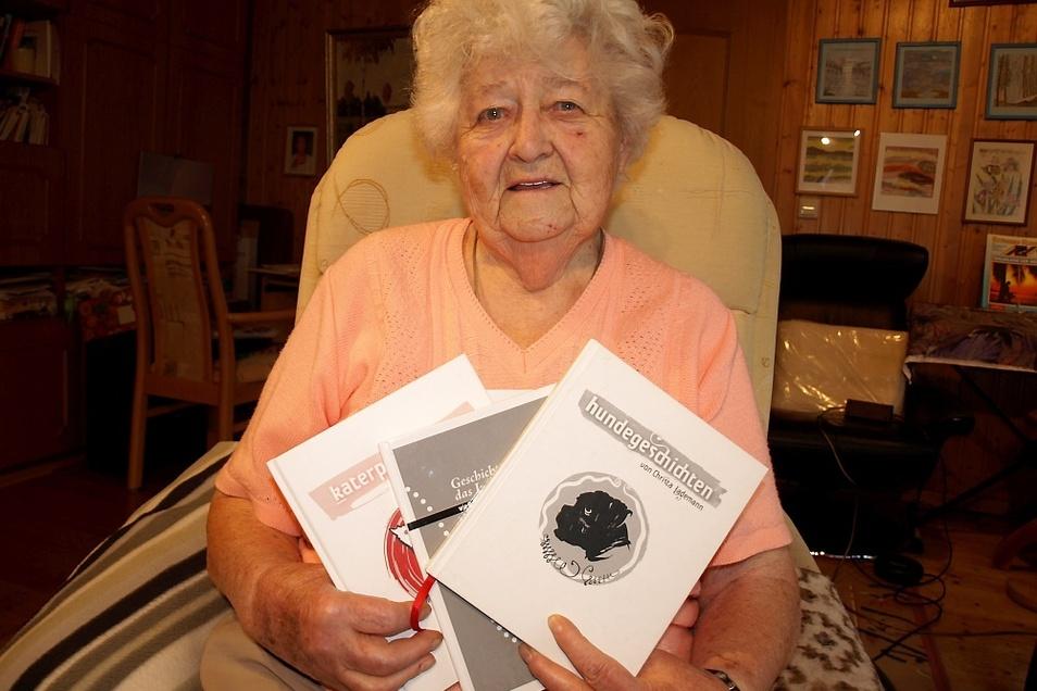 Christa Lademann aus Bad Muskau ist Hobbyautorin. Die 93-Jährige hat inzwischen schon sieben Bücher für Kinder und Erwachsene geschrieben. Drei weitere Bände stehen kurz vor ihrer Fertigstellung und Herausgabe.