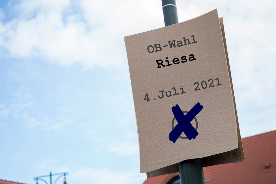 Die Fotomontage zeigt ein fiktives Wahlplakat, das zur OB-Wahl in Riesa am 4. Juli aufruft.