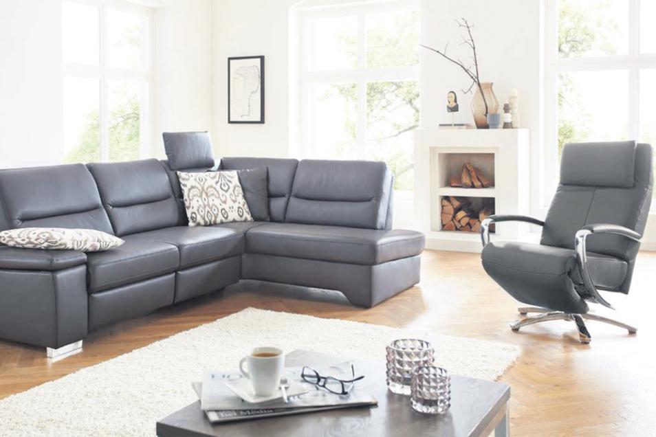 Grau ist eine der aktuellen Trendfarben bei Polstermöbeln.