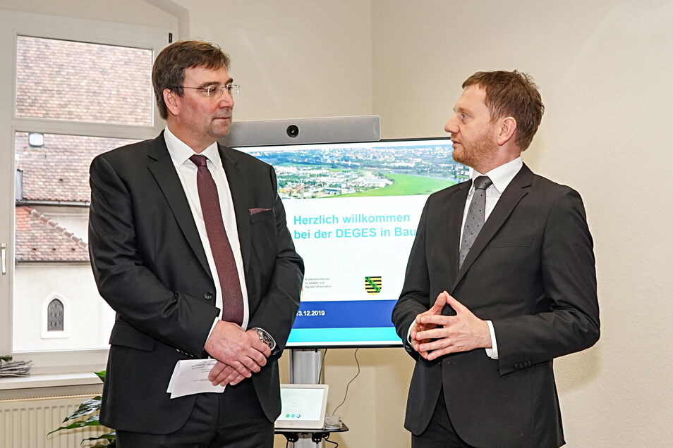 Vor 18 Monaten eröffnete die staatseigene Planungsgesellschaft Deges ein Büro in Bautzen, um von hier aus den Ausbau der A 4 vorzubereiten. Dabei sprach Michael Kretschmer (r.) mit Deges-Bereichsleiter Michael Ditter.
