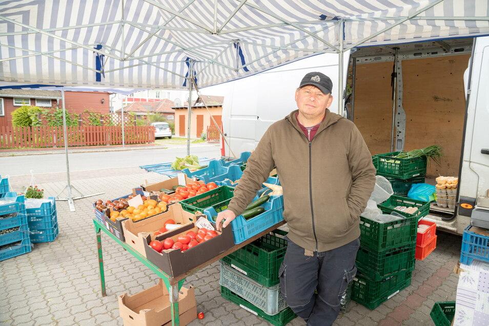 Mariusz Stonoga kommt einmal die Woche nach Niesky und verkauft Obst und Gemüse. Fortan soll auch Rothenburg dazugehören.